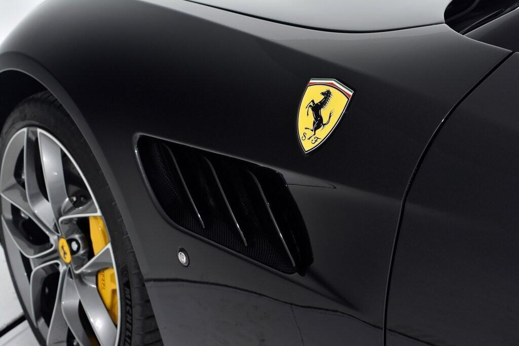 2019 Ferrari GTC4Lusso T image _601127192f0427.38445409.jpg