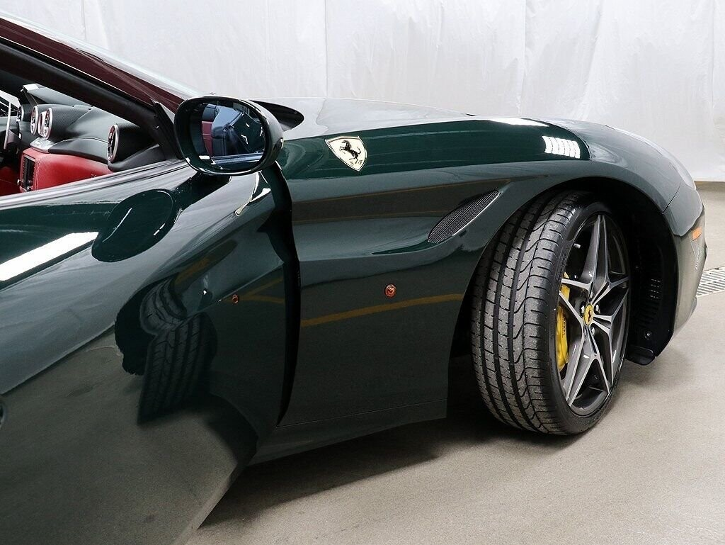 2018 Ferrari  California T image _60c7b849019110.53914723.jpg