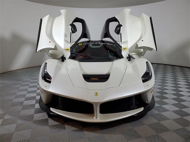 2015 Ferrari La image _60edb0dfeec0b5.39675387.jpg