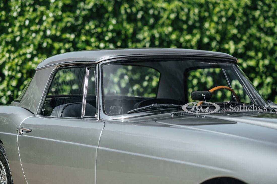 1961 Ferrari 250 GT Cabriolet image _60edb7f724e7c4.84401336.jpg