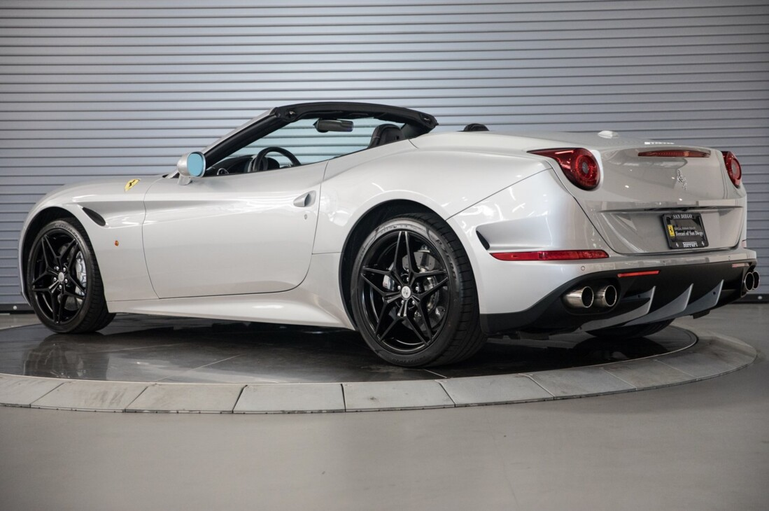 2015 Ferrari  California T image _60f28140dae983.80287788.jpg