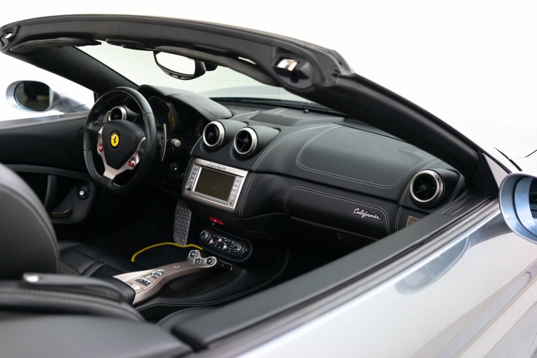 2012 Ferrari  California image _60f90b6a62b904.03603211.jpg