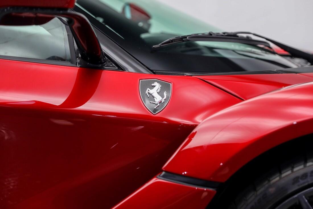 2015 Ferrari La image _61064902444fc4.72049651.jpg