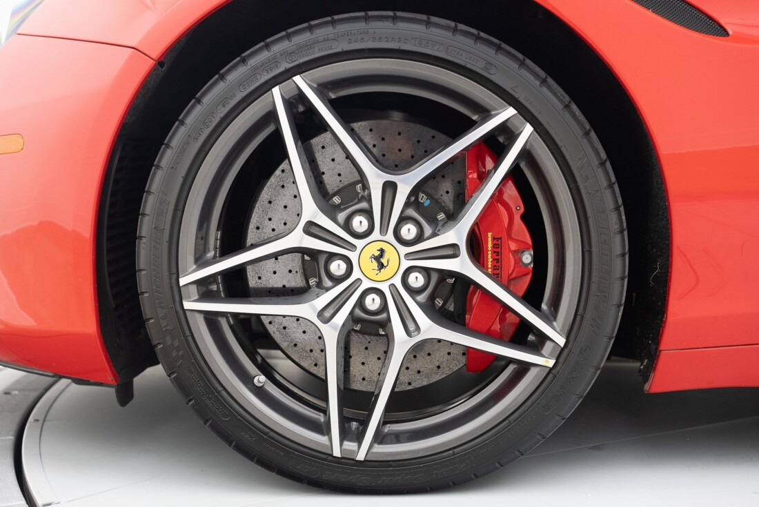 2016 Ferrari  California T image _6110d379693834.48929692.jpg