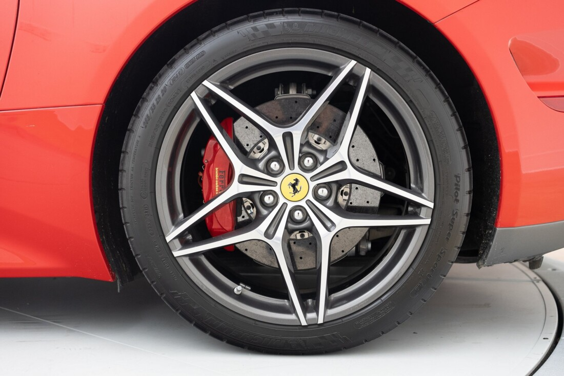 2016 Ferrari  California T image _6110d37a553722.09939594.jpg