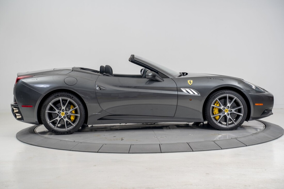 2014 Ferrari  California image _611619f87780c4.32064210.jpg