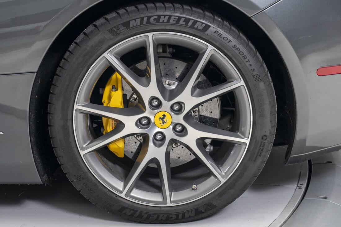 2014 Ferrari  California image _611619fba02f52.36071040.jpg