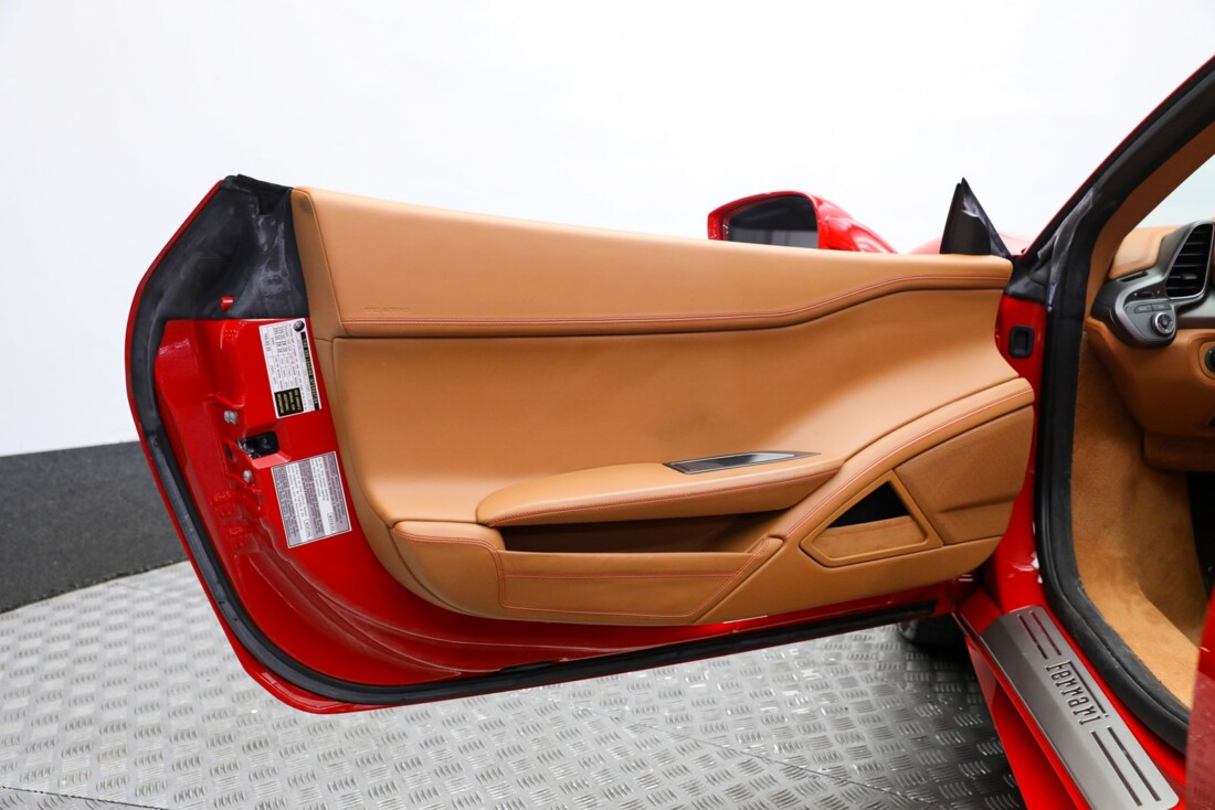 2015 Ferrari 458 Spider image _6118bbcce382f9.18647556.jpg