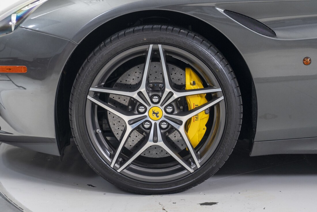 2016 Ferrari  California T image _61331b140c2642.94125250.jpg