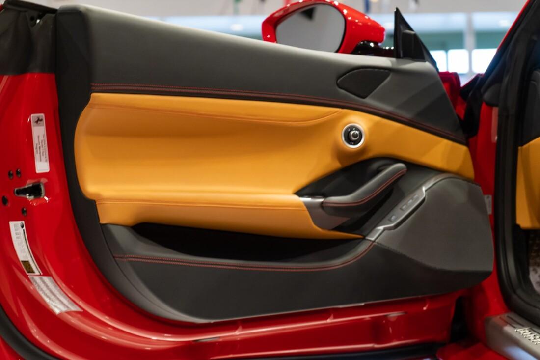 2019 Ferrari  Portofino image _613c55333a2452.03434442.jpg