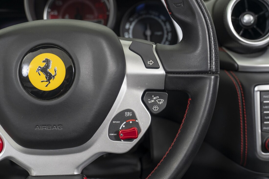 2015 Ferrari  California T image _613da665095c94.21087668.jpg