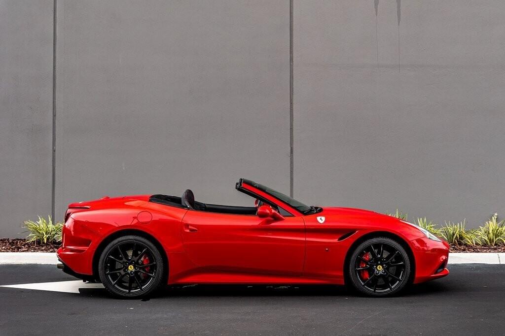 2017 Ferrari  California T image _61419abf07c2b4.04952944.jpg