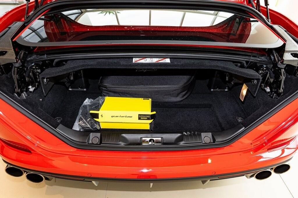 2017 Ferrari  California T image _61419acebd7be0.86200162.jpg