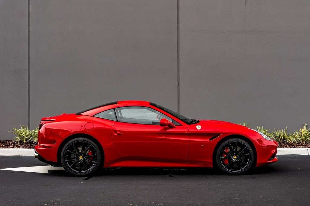 2017 Ferrari  California T image _61419adf8b1dc1.12801757.jpg