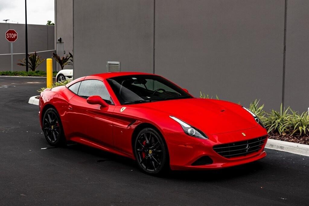 2017 Ferrari  California T image _61419adfdf7549.01135849.jpg