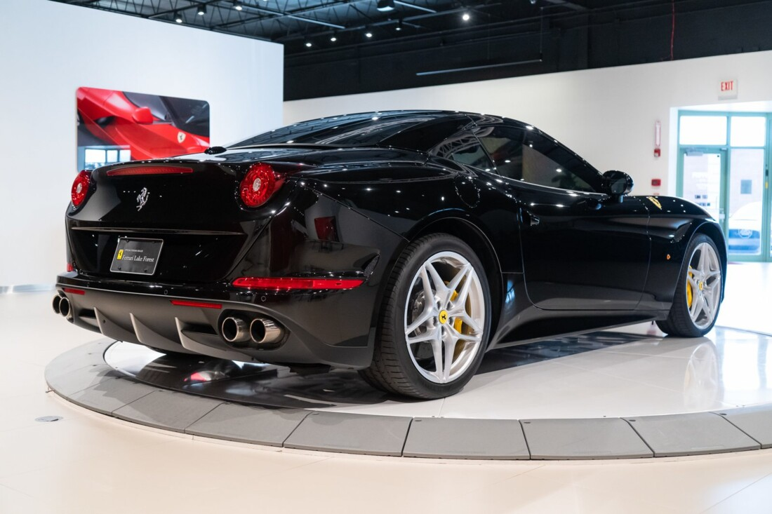 2016 Ferrari  California image _6142ebe91a4bd9.26414036.jpg