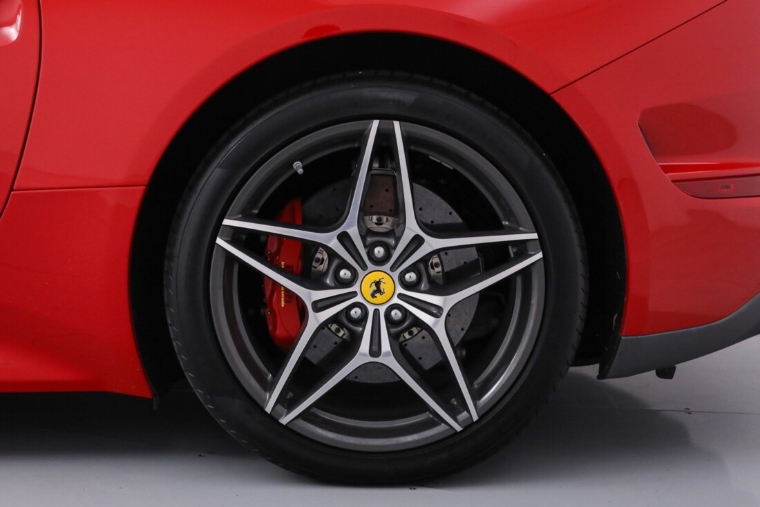 2016 Ferrari  California T image _61443d2a0515d8.92710494.jpg