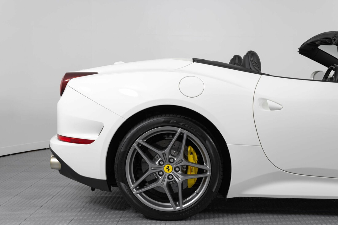 2015 Ferrari  California image _6146e048396494.36009952.jpg