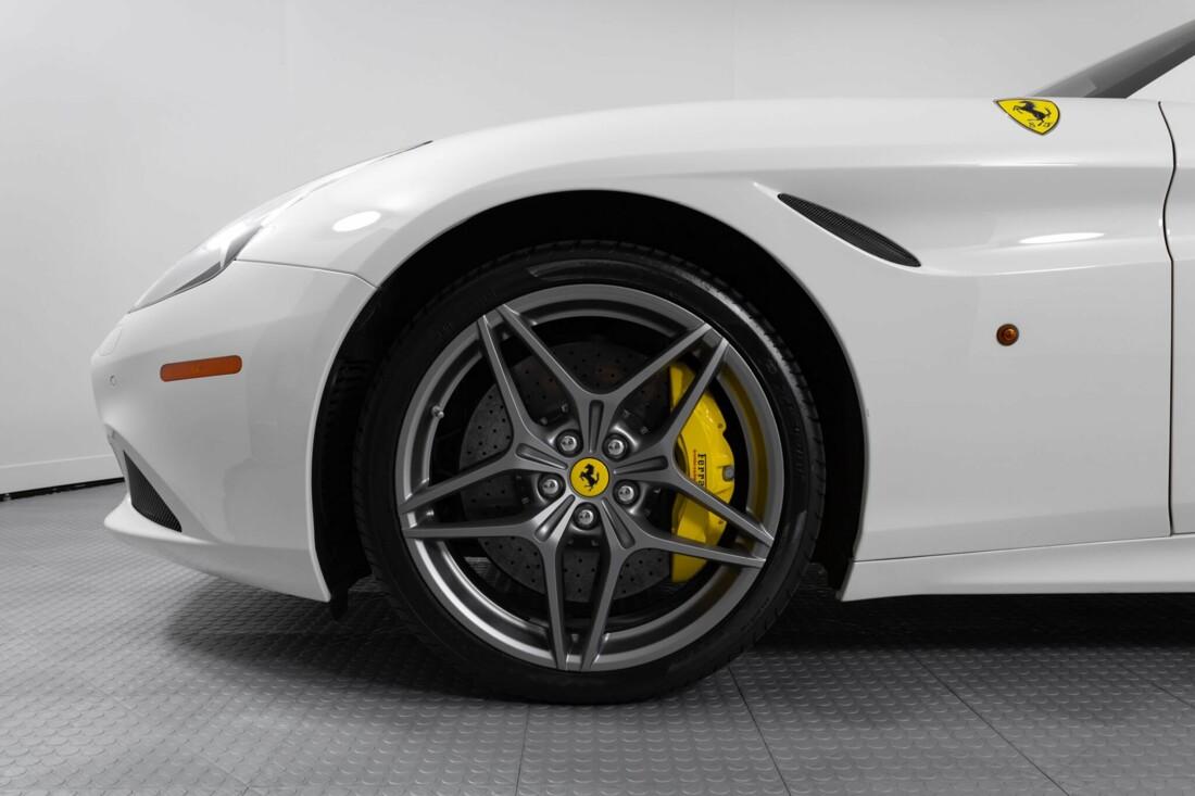 2015 Ferrari  California image _6146e04c229311.42204494.jpg