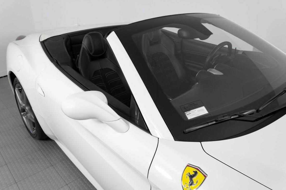 2015 Ferrari  California image _6146e04f2a3252.28310349.jpg