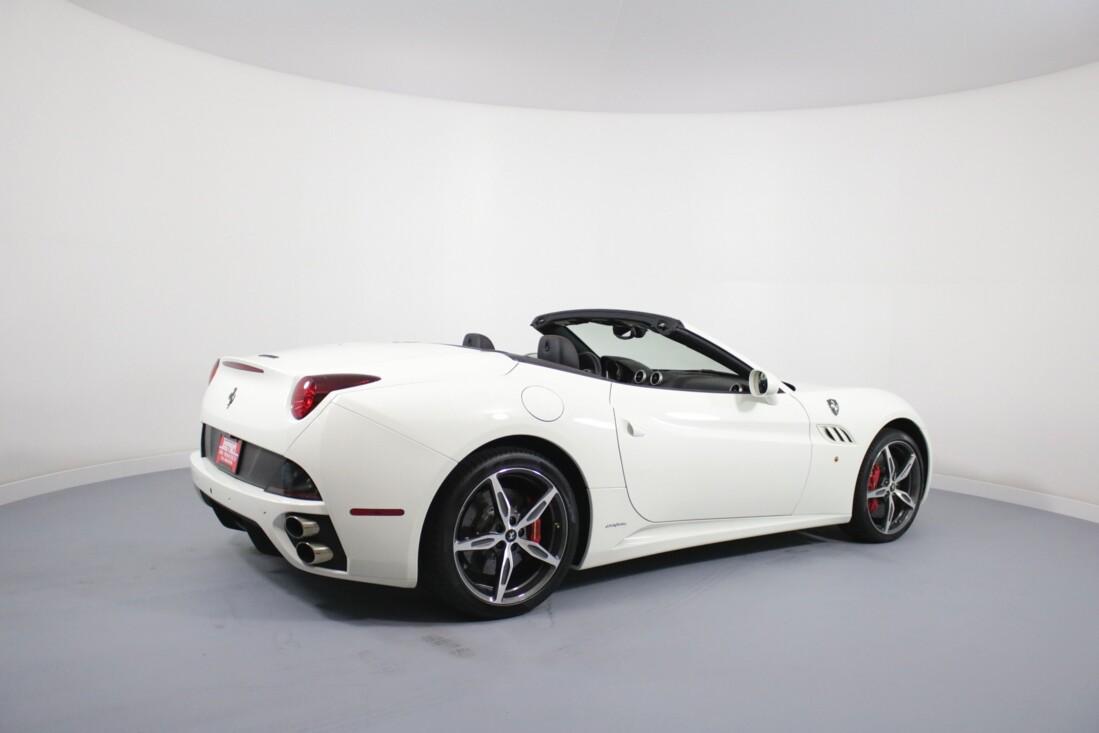 2014 Ferrari  California image _6146e0ae9601f8.25974460.jpg