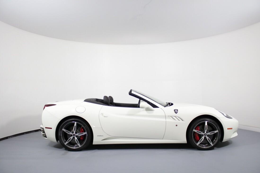 2014 Ferrari  California image _6146e0b1ea6295.27386543.jpg