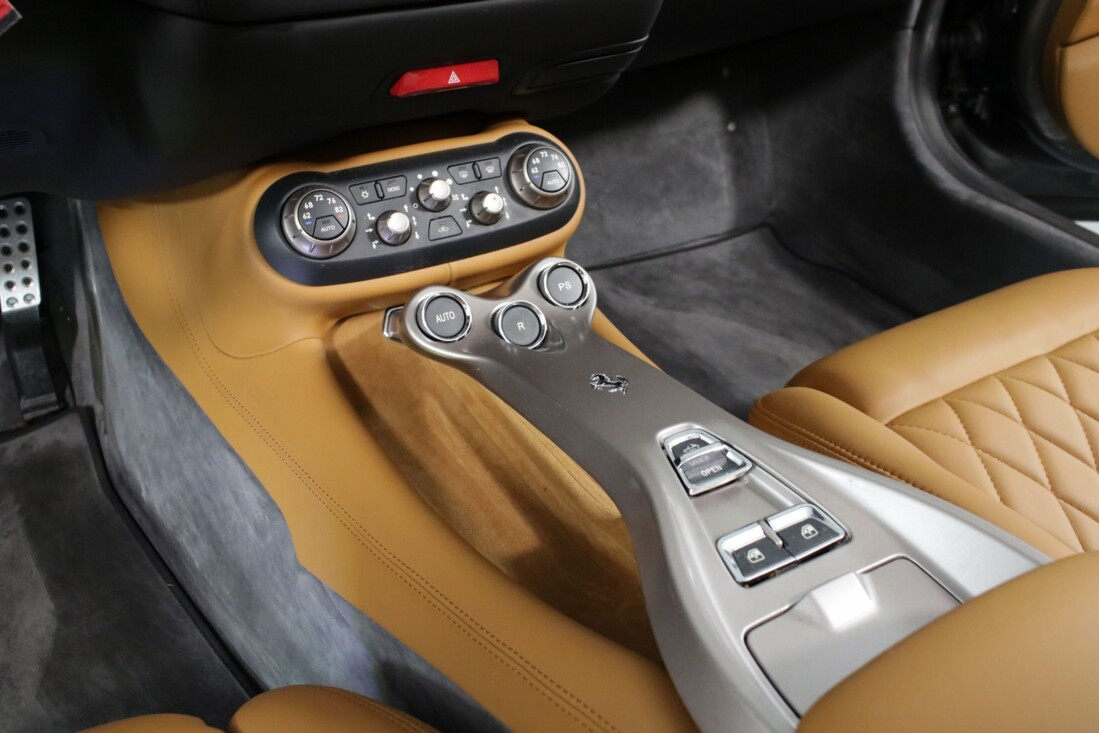 2012 Ferrari  California image _614c26cb88f856.88533793.jpg