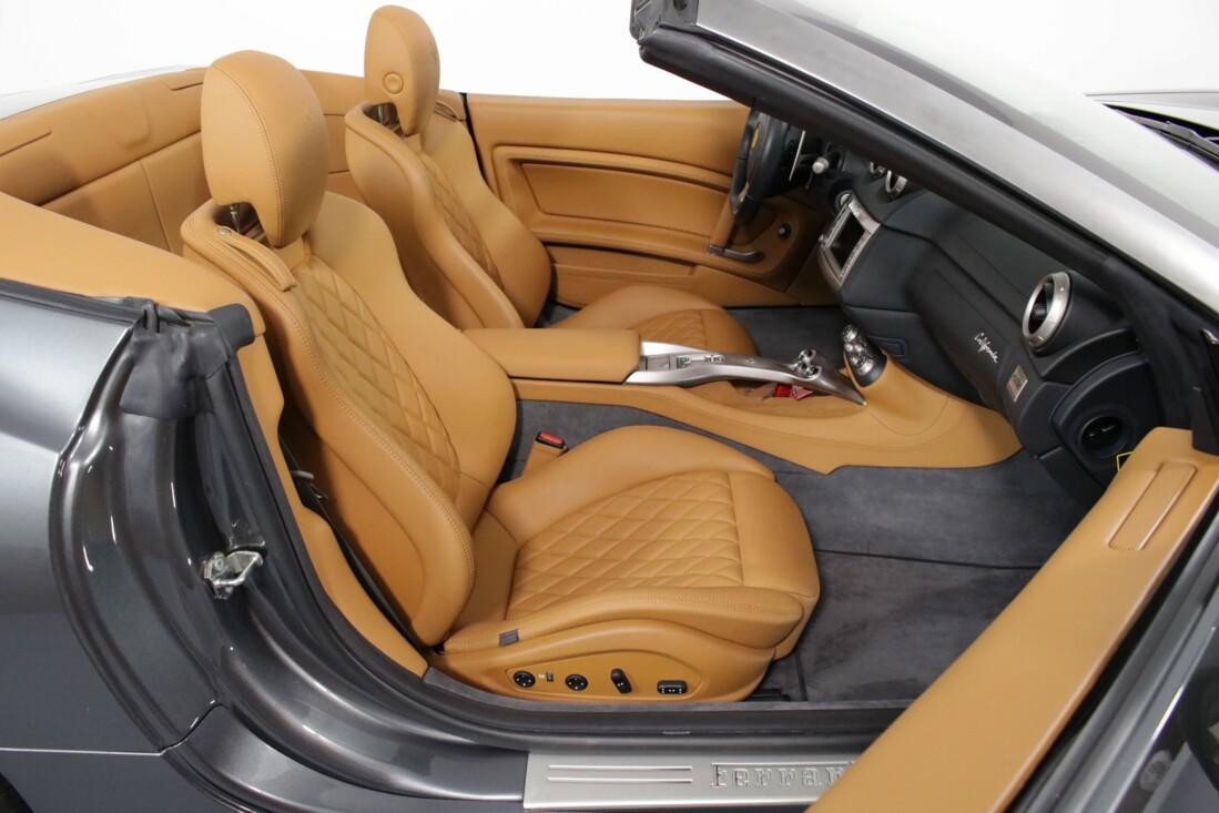2012 Ferrari  California image _614c2718c59c80.98904529.jpg