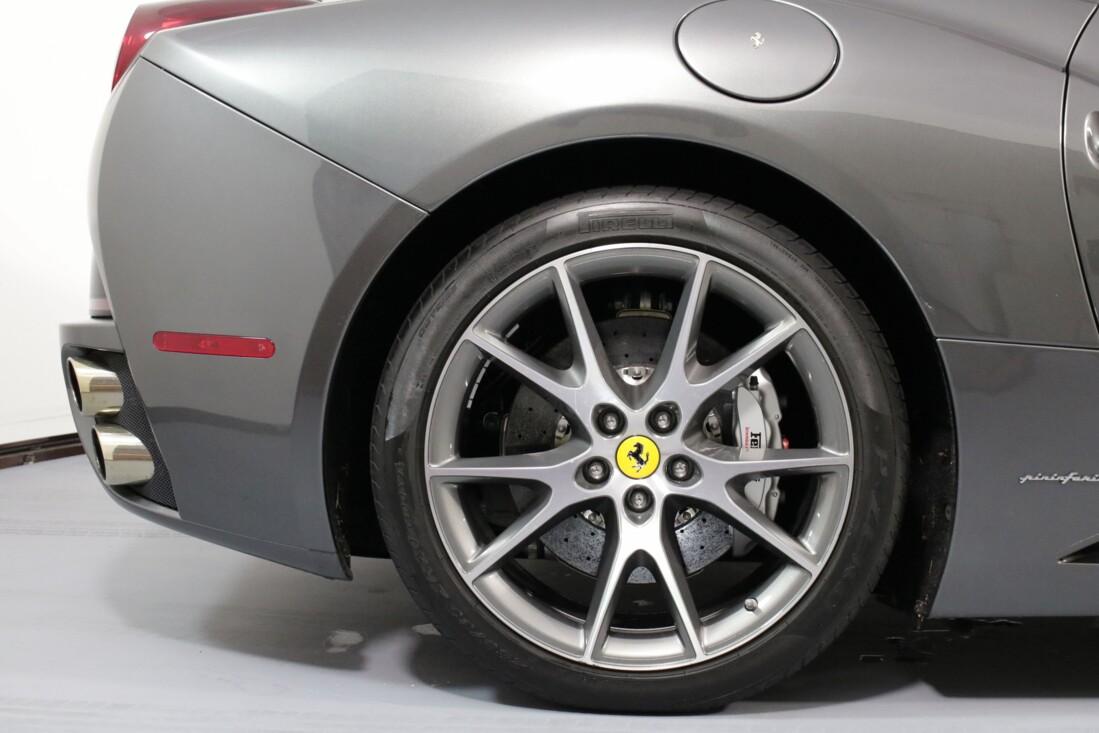 2012 Ferrari  California image _614c2731416335.87970170.jpg