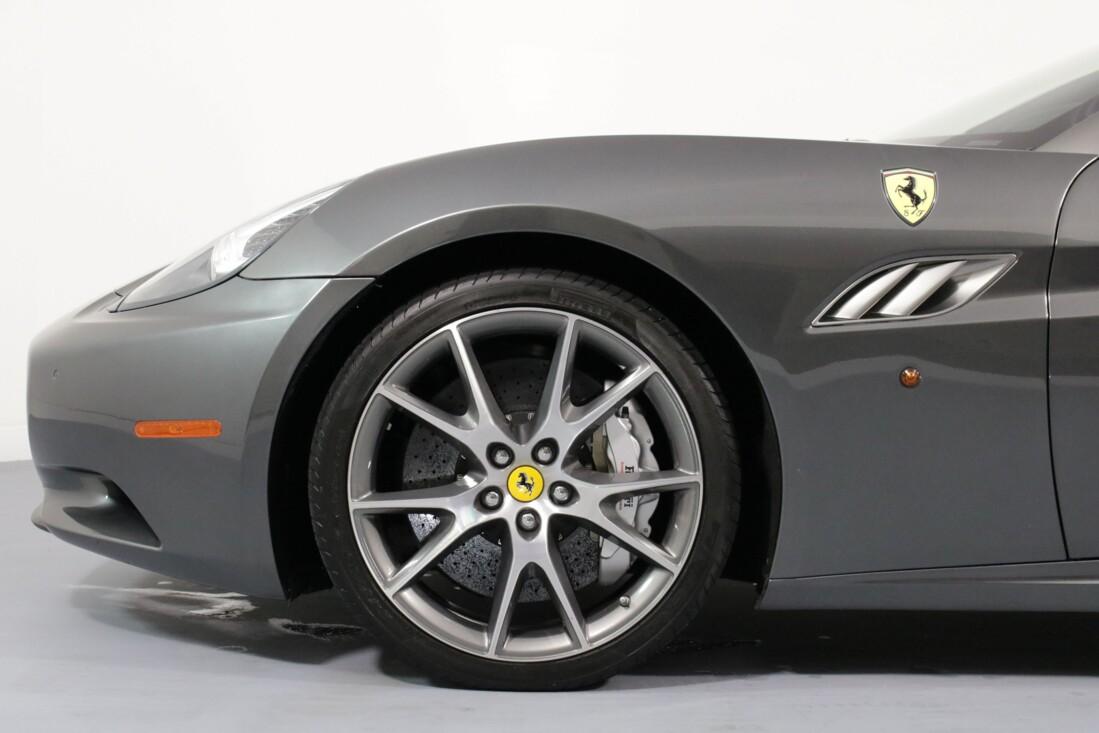 2012 Ferrari  California image _614c273811f281.68304106.jpg