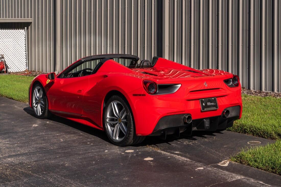 2017 Ferrari 488 Spider image _614c27700e79f8.55758056.jpg