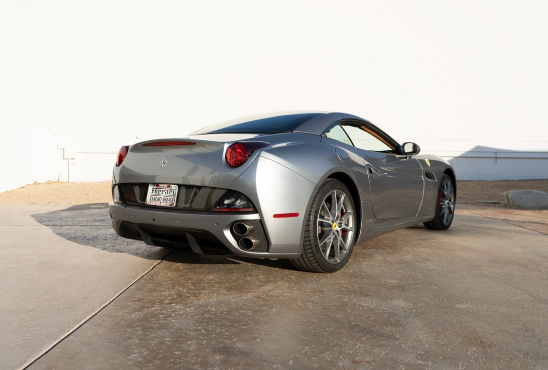 2012 Ferrari  California image _614d77c4cf5a33.38345374.jpg