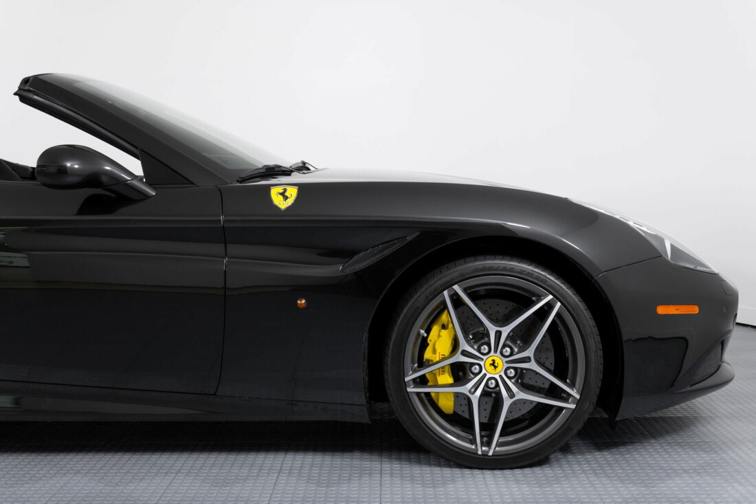 2017 Ferrari  California T image _614d77e3e34275.47479255.jpg