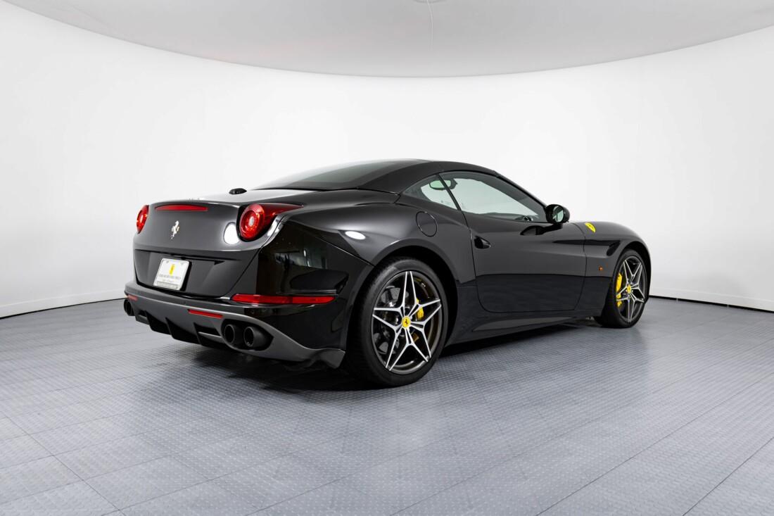 2017 Ferrari  California T image _614d781d26cd59.69963466.jpg