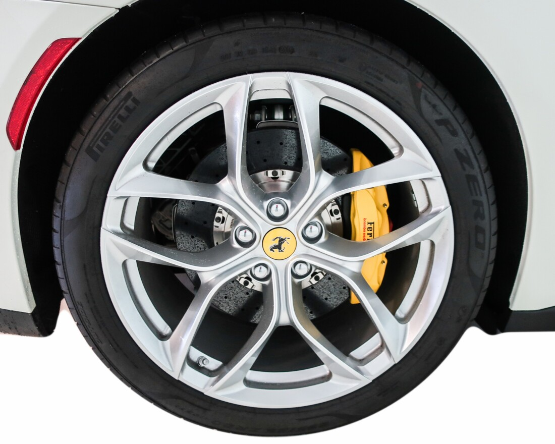 2020 Ferrari GTC4Lusso T image _614ec914505a26.97096271.jpg