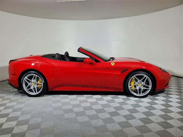 2015 Ferrari  California T image _614ec9b9b86e64.55600578.jpg