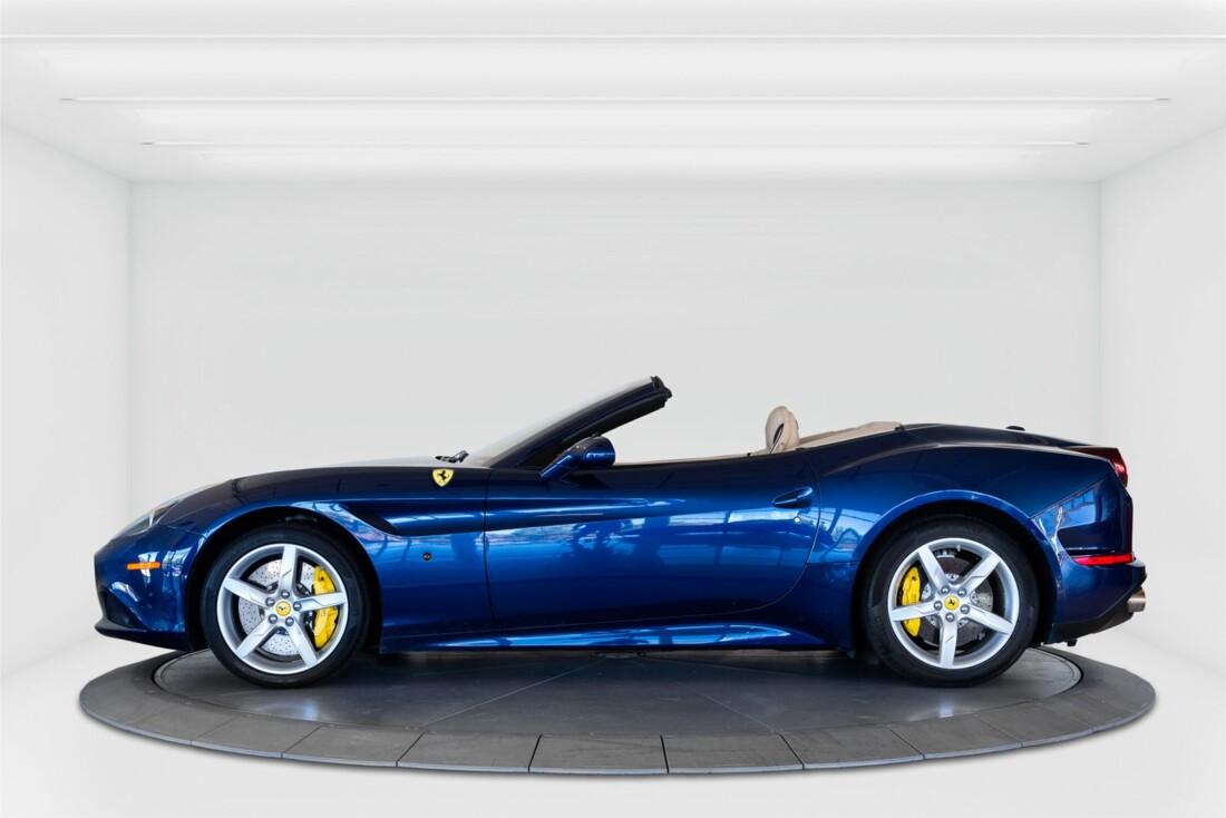 2015 Ferrari  California T image _61501a998845d6.38645936.jpg