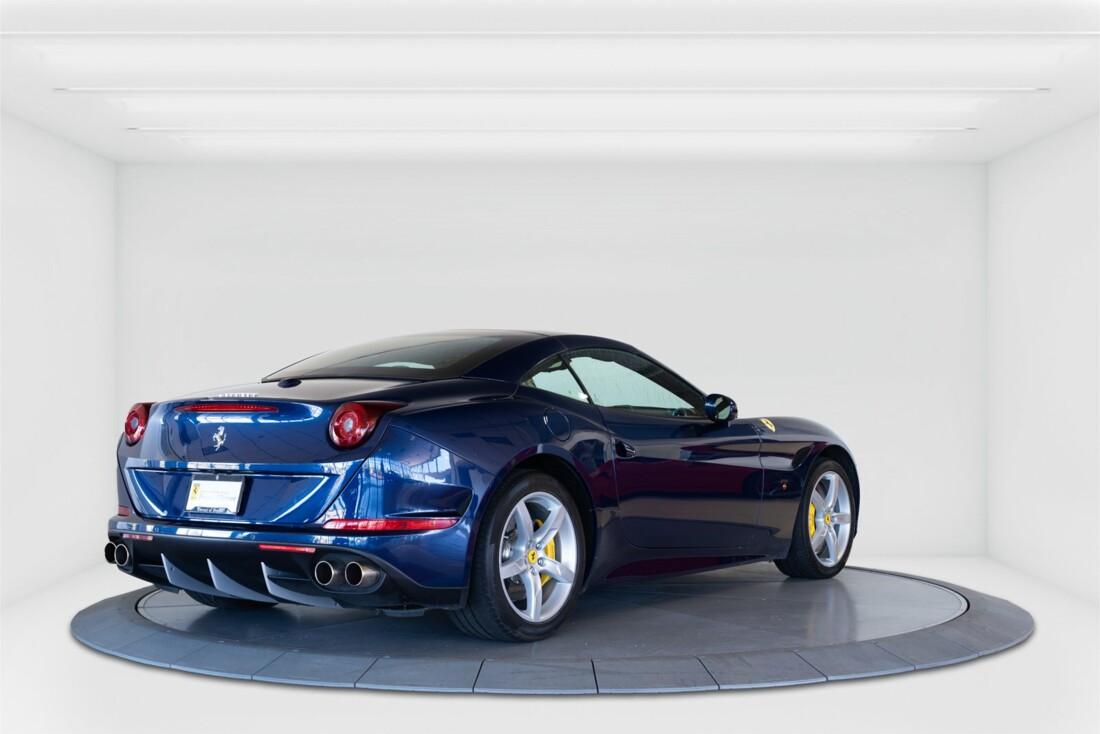 2015 Ferrari  California T image _61501a9af21c18.80015539.jpg