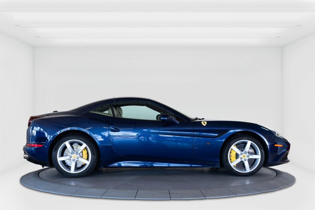2015 Ferrari  California T image _61501a9bc37be4.34906908.jpg
