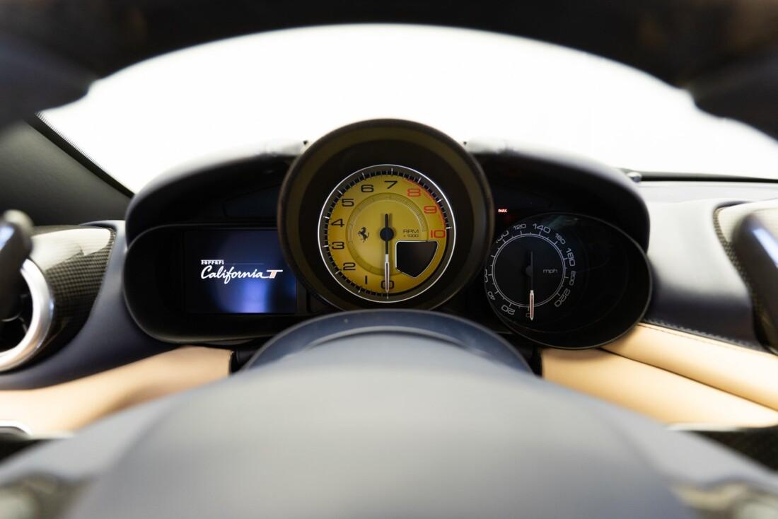 2015 Ferrari  California T image _61501a9dd41261.26196982.jpg