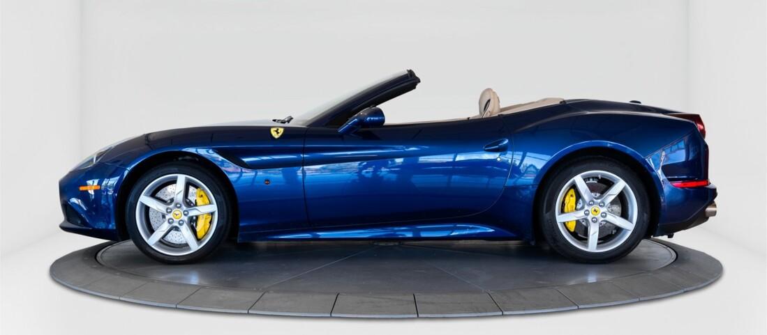 2015 Ferrari  California T image _61501aa7a9e287.27796858.jpg