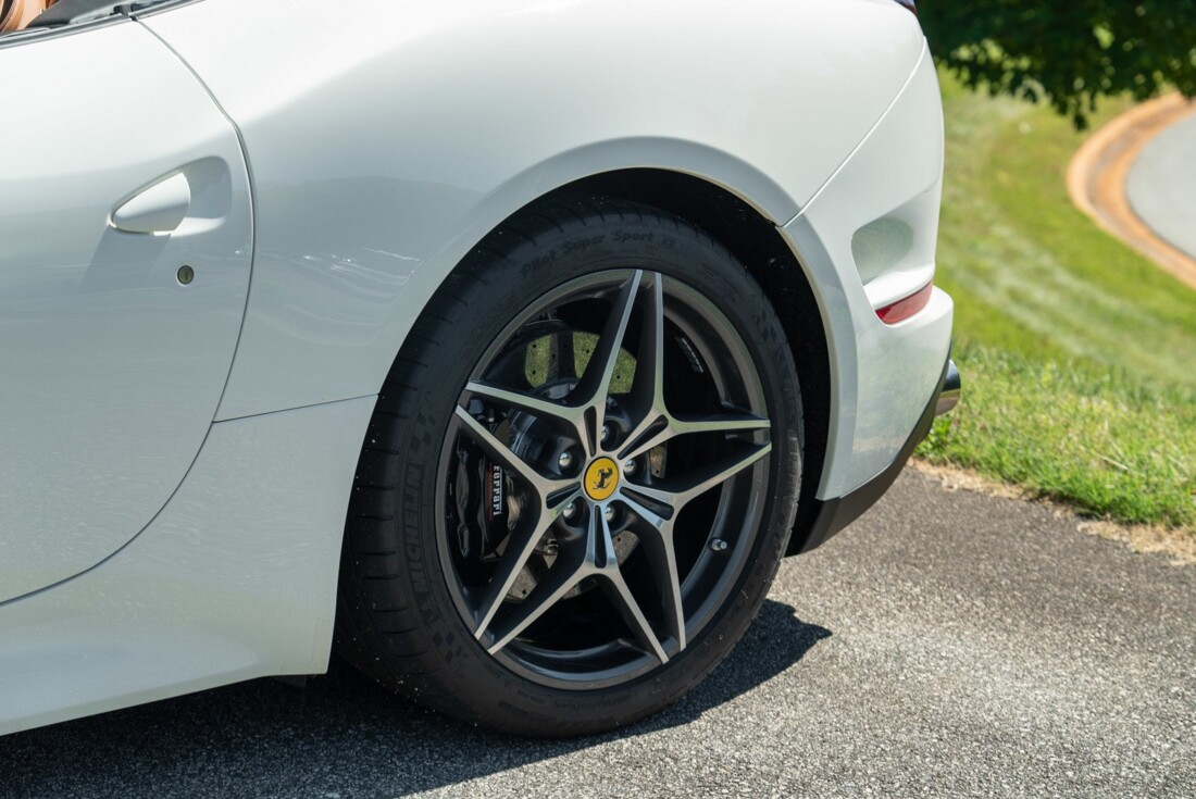 2016 Ferrari  California image _61501b578a3fb5.62149053.jpg