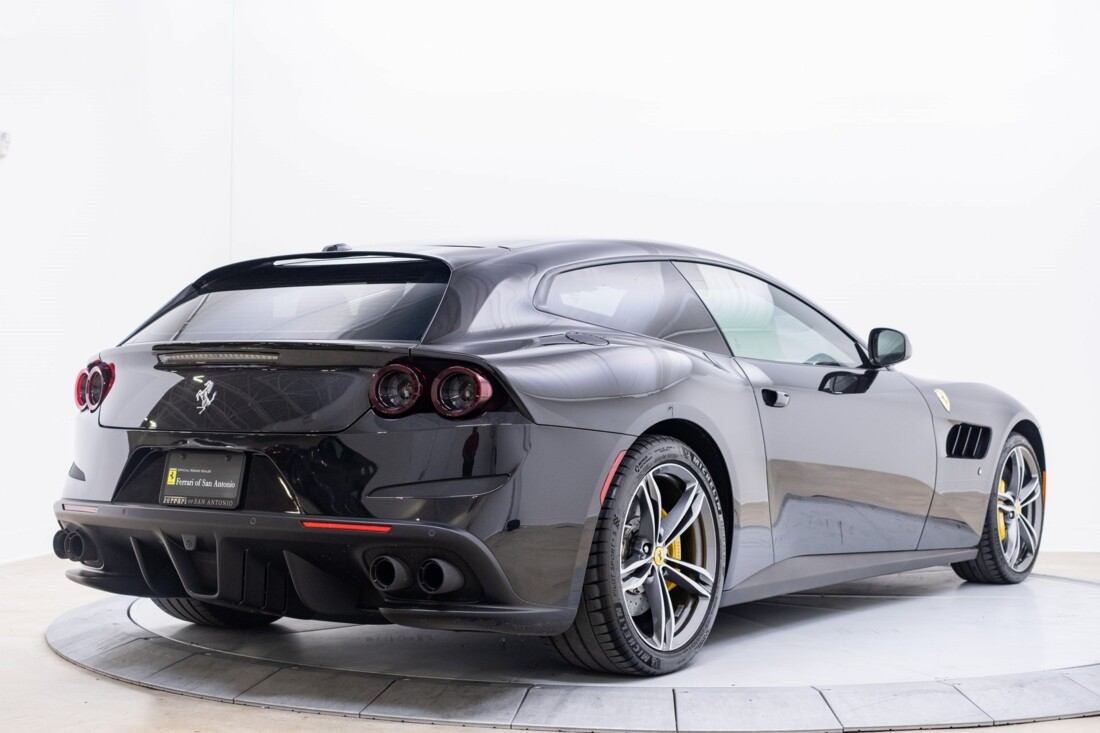 2018 Ferrari GTC4Lusso image _61540ff99e0676.28764162.jpg