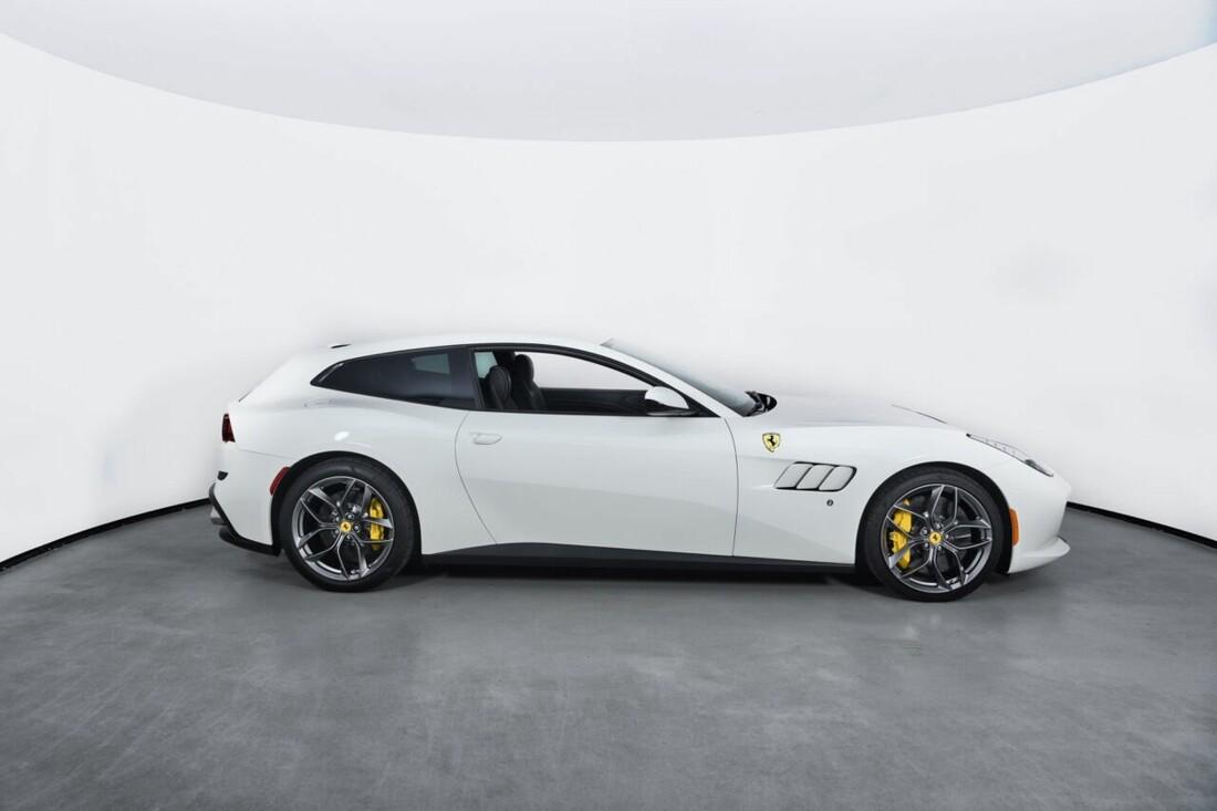 2018 Ferrari GTC4Lusso T image _6156b2ed7cd4d5.57063110.jpg