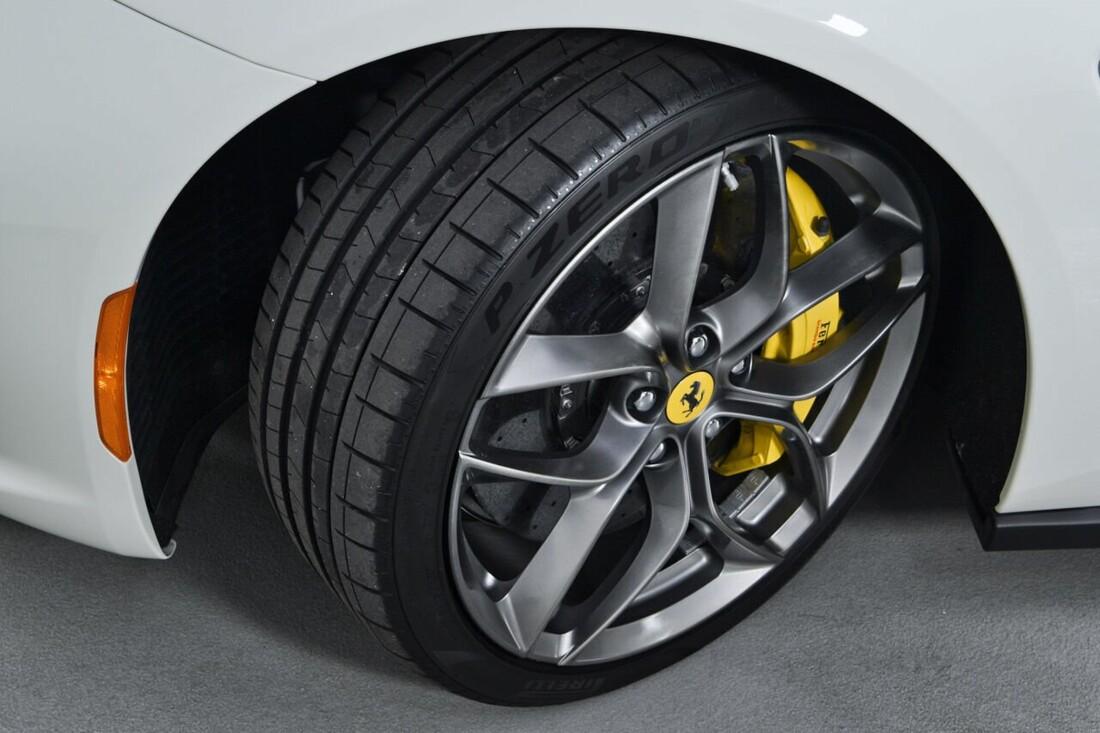 2018 Ferrari GTC4Lusso T image _6156b2fbec9831.23336798.jpg