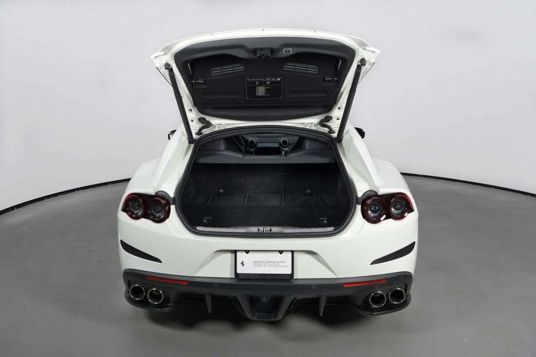 2018 Ferrari GTC4Lusso T image _6156b2ffb4d7c3.69175385.jpg