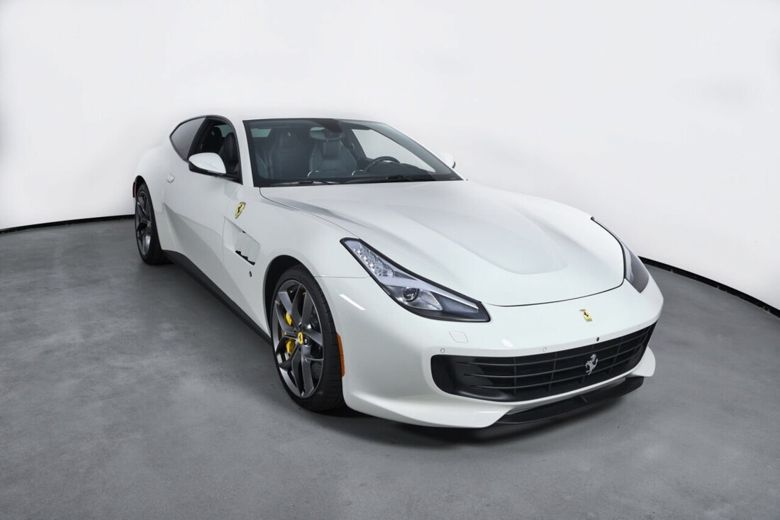 2018 Ferrari GTC4Lusso T image _6156b3064740a2.40015174.jpg