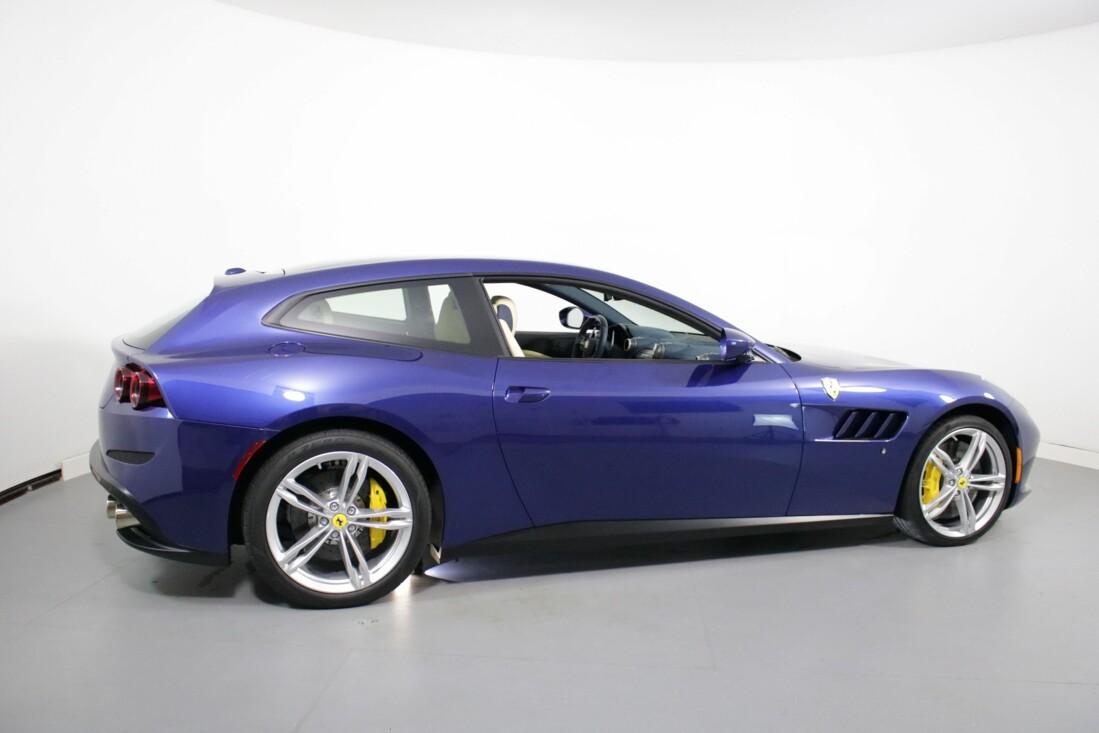 2020 Ferrari GTC4Lusso image _6156b3e279c8a2.24872640.jpg