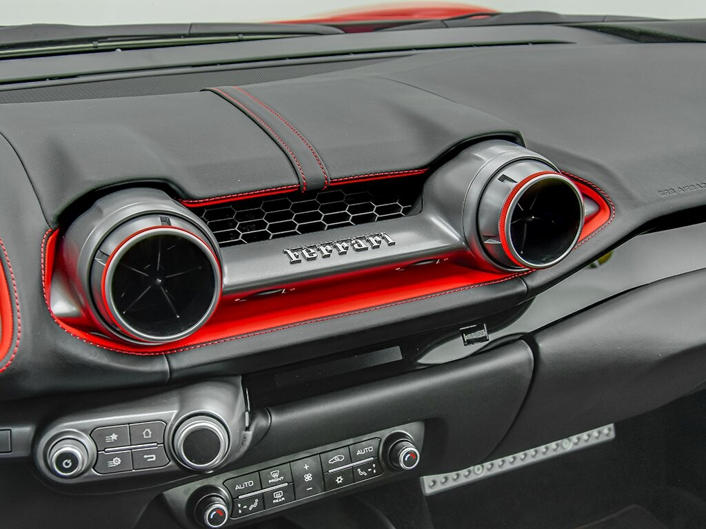 2019 Ferrari 812 Superfast image _6158044a9d1626.79316781.jpg