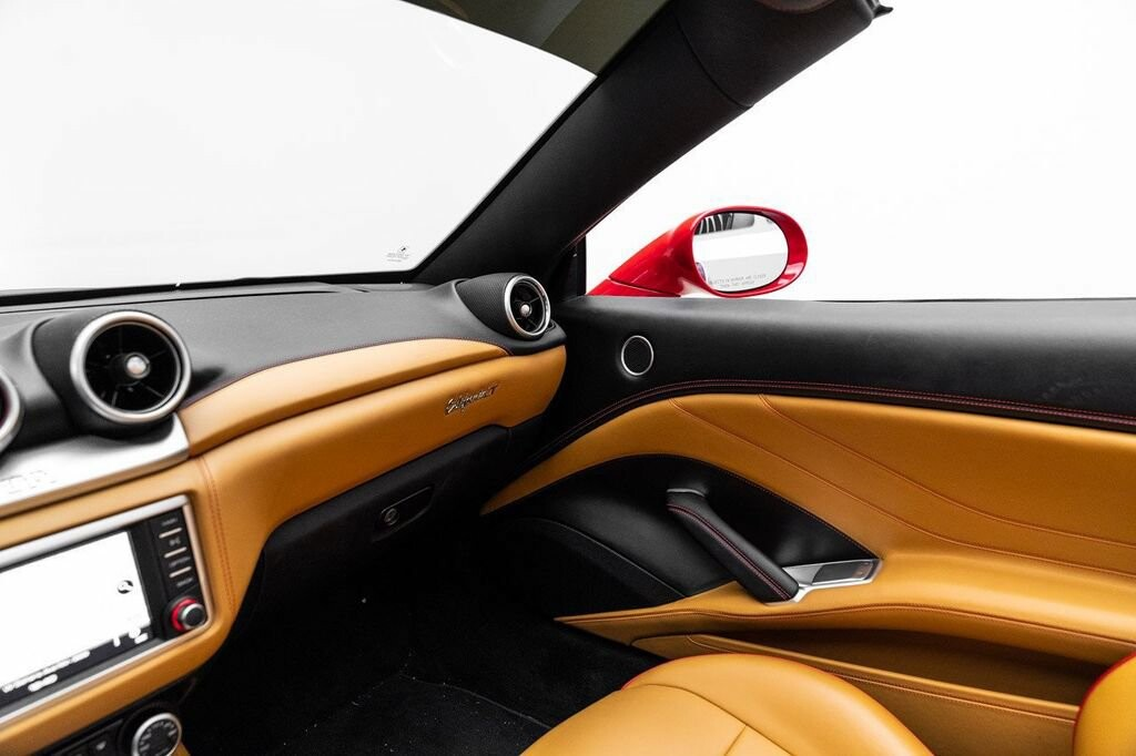 2018 Ferrari  California T image _61580479741f82.88173839.jpg